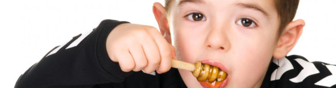 Чи варто давати мед дітям